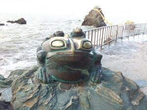 二見輿玉神社カエル