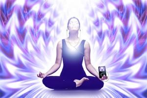 もしあなたが、ひどい状態から抜け出したいと思っていたり、疲れきっていたり、自分の心を乱す人のまわりにいるならば、自分が持っているよいものを眺め、自分と宇宙に感謝することで、自分のエネルギーをすばやく変えることができます。これは、オーラを浄化し、波動を上げるのに効果的な方法です。サネヤ・ロウマン